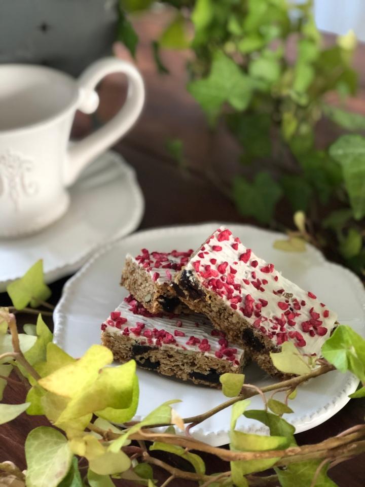 Thanksgiving-inspireret granolabar m. tranebær og hvidchokolade