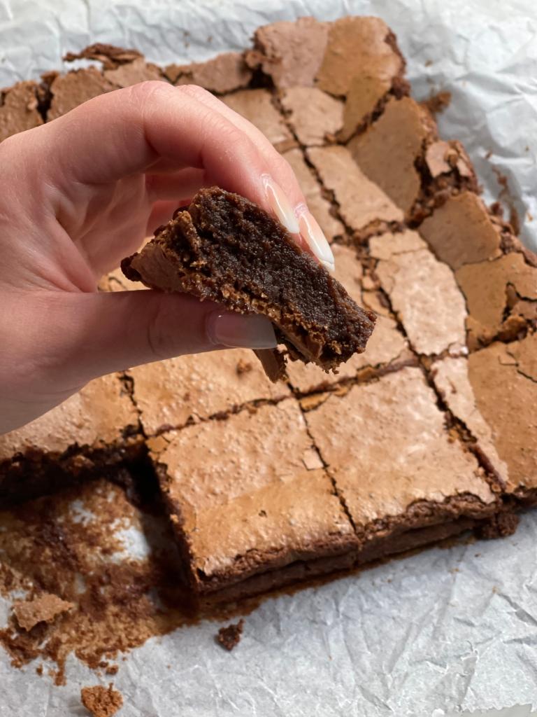 Svampet brownie--klar til at spise!