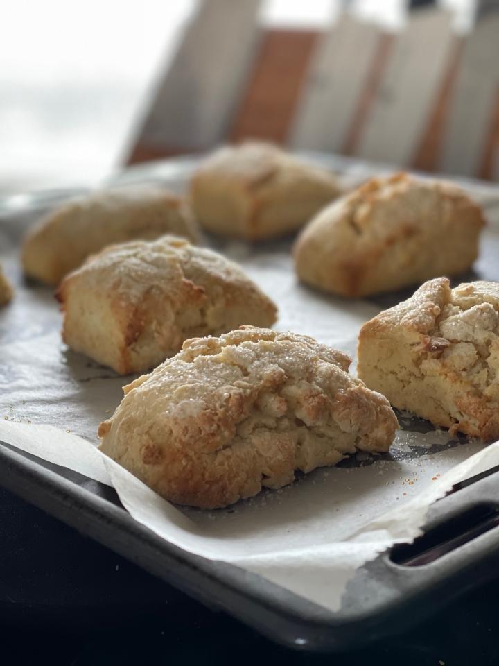 Bløde og luftige scones medkærnemælk