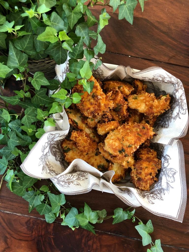 Lækre sprødstegte stykker kyllingebryst--perfekt tilbehør til næsten alting!