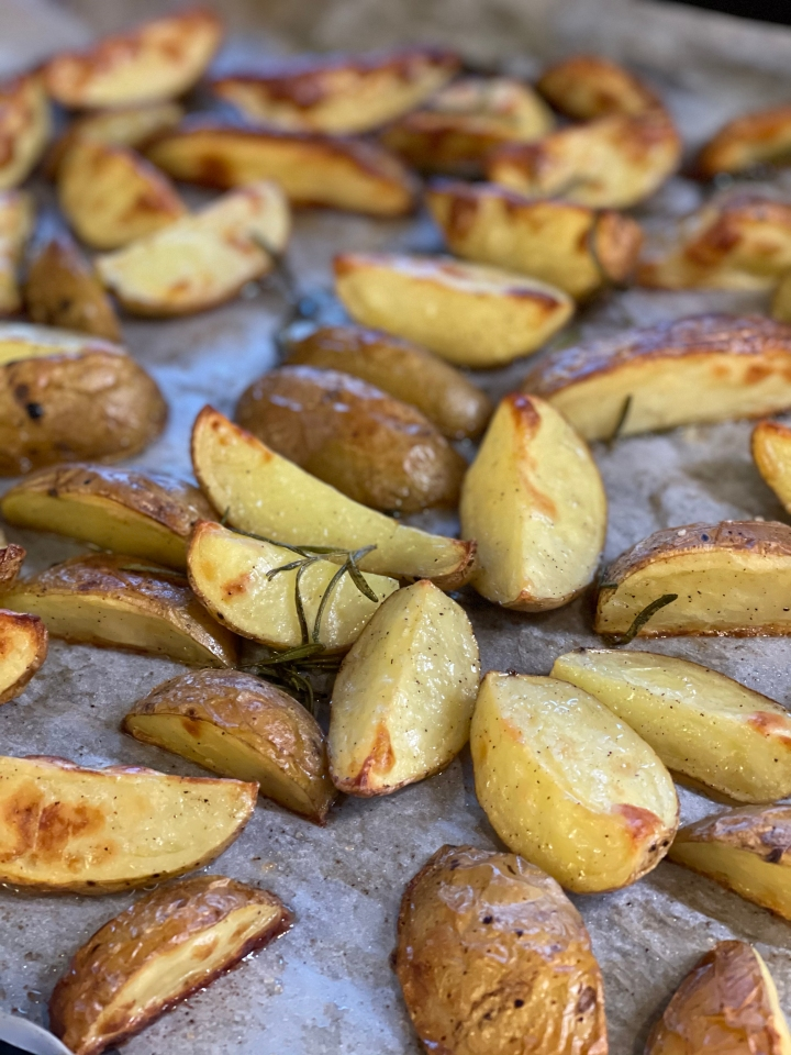 Ovnbagte kartofler med frisk rosmarin ogflagesalt