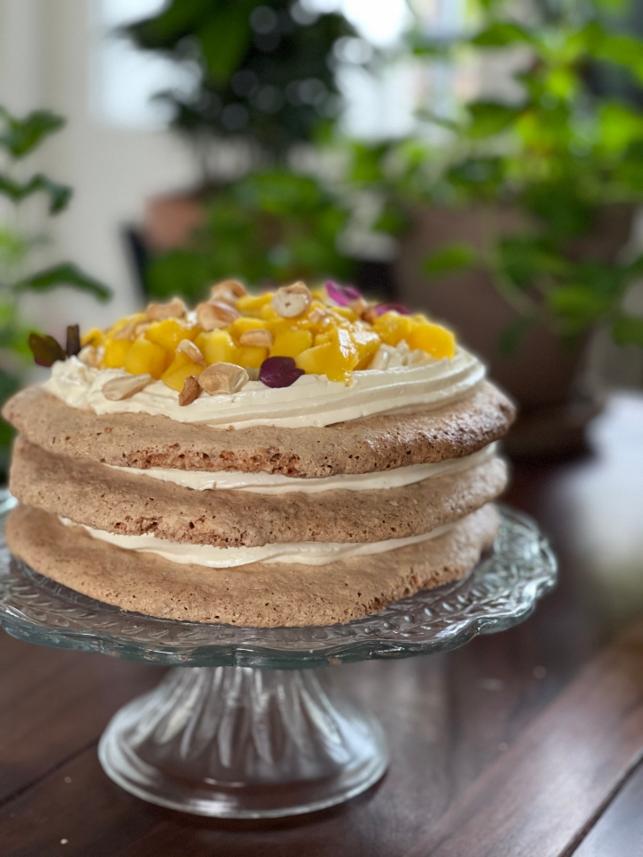 Sans Rival — glutenfri filippinsk kage med cashewmarengs og mango, uden sukkertermometer!