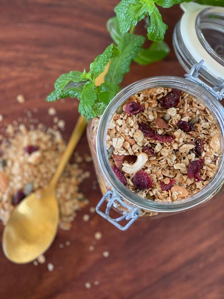 Granola–ristet müsli med cashewnødder ogtranebær